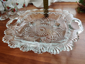 Selling: 2 x glass serving plates / bowls with flowers