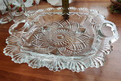 Myydään: 2 x glass serving plates / bowls with flowers