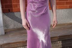 Ilmoitus: Kapealinjainen pitkä mekko