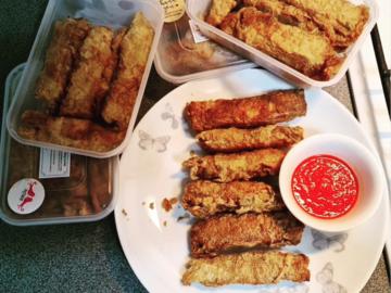Selling: Fried Meat Rolls 五香 (aka Ngoh Hiang / Lor Bak / Heh Gerng)