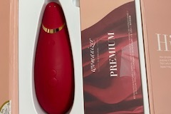 Selling with online payment: Womanizer Premium Clitoral Stimulator in Red/Gold