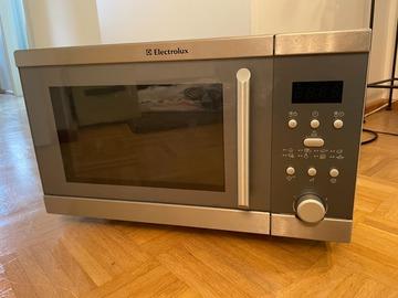 Selling: Microwave