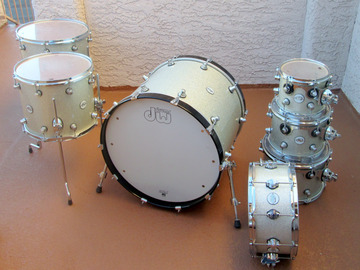 Selling with online payment: DW Design Series 7 Piece Drum Set  Silver Sparkle