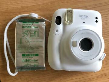 Ilmoitus: Instax mini 11 + 10kpl valokuvapaperia (parasta ennen 11/2022)