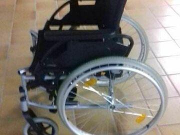 Biete Hilfe: Rollstuhl