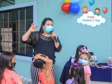 VeeBee Virtual Babysitter: Miss Ritzy