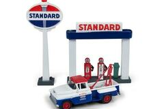 Selling with online payment: CLASSIC METAL WORKS #40011 1955 CHEVY TOW TRUCK W/STATION SIGN &