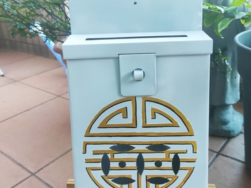 : Mailbox : Longevity Gold on light grey backgroung