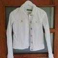Ilmoitus: Onlyn valkoinen farkkutakki, koko 34