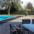 NOS JARDINS A LOUER: Convivialité autour de la piscine ! 1000 m2