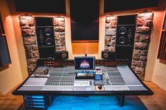 Renting out: SuperSize Recording Studio B (Mixing/Mastering)