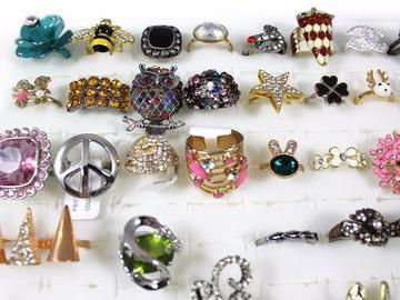 Liquidation/Wholesale Lot: (1,047 Piece) Stylish Rings For Women - Fashion Jewelry Lot