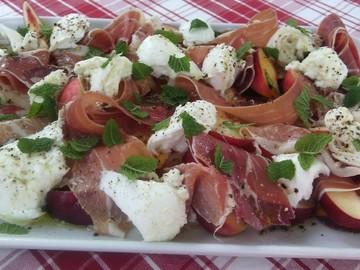 Actualité: Nectarine and Mozzarella salad