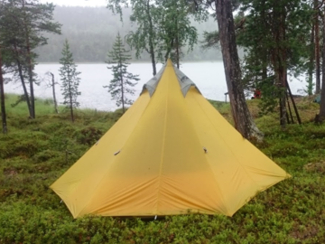 Vuokrataan (yö): Kevyt teltta -  GoLite Shangri-La 3