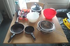Myydään: Many kitchen tools and pans