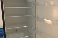 Myydään: fridge / Jääkaappi