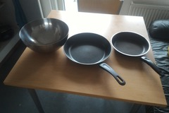 Myydään: Pans and container