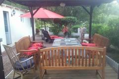 Offres: Salon de  jardin coin détente pergola, transat, barbecue