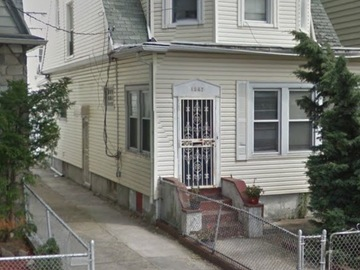 Daily Rentals: Brooklyn NY, Driveway for rent, middle of Borough Park.