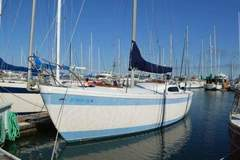 Selling: 34' Columbia ready to sail!