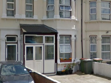 Monthly Rentals (Owner approval required): London UK, Driveway Parking East Ham, Near Shopping, Bars