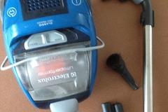 Myydään: RESERVED Electrolux Ultraperformer bagless vacuum