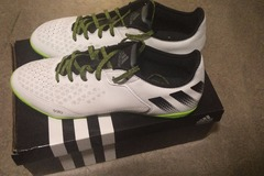 Myydään: Brand New Adidas Trainer Shoes UK 11