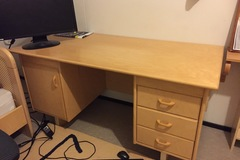 Myydään: moving out sale. big desk