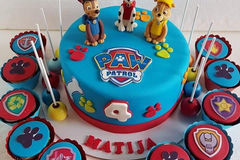 Selling a product: One Tier Cake  with 2 figurines (30 people)