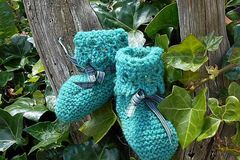 Selling: Baby bootees - Green