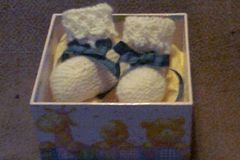 Selling: Baby bootees - White