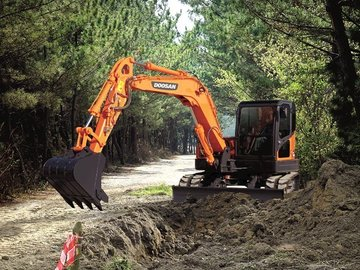 Daily Equipment Rental: Doosan 8T Tracked Digger