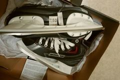 Selling: Ice skating shoes