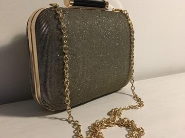Ilmoitus: Kultakimalteinen laukku irrotettavalla ketjulla