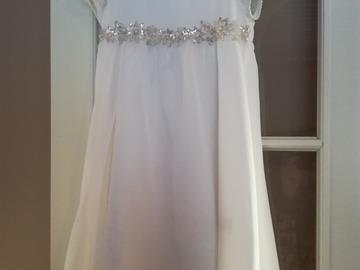 Ilmoitus: morsiustytön mekko, koko 116cm