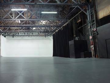 Renting out: Los Feliz L.A. 5,000 sq ft Blackout Stage