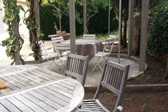 Offres: Jardin 500 m2 - Arrière d'un gîte urbain - Thème années 50