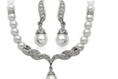 Selling: 20 Set --Pearl necklace set including pair of earrings