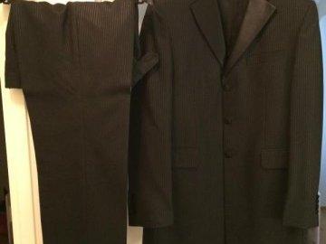 Ilmoitus: Miesten musta Bonjour-puku