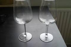 Myydään: Wine glasses