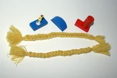 A vendre: Lot de 2 tresses de laine pour cheveux de poupée