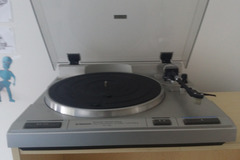 Myydään: Turntable, speakers amplifier