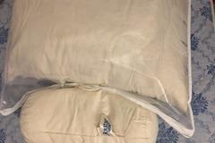 Myydään: 100% duck feather pillows