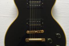 Guitar selling: 1973 Gibson Les Paul Custom