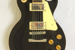 Guitar selling: 2000 Gibson Les Paul Standard