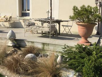 NOS JARDINS A LOUER: Ravissant jardin terrasse pour anniversaire et détente