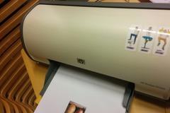 Myydään: HP deskjet  with full cartridges and refill kit