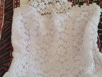 Ilmoitus: Valkoinen morsiustytön mekko