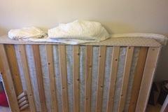 Selling: Sänky (+sijauspatja ja sijauspatjan suoja)
