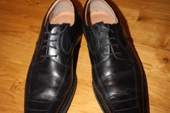 Selling: Men leather shoes